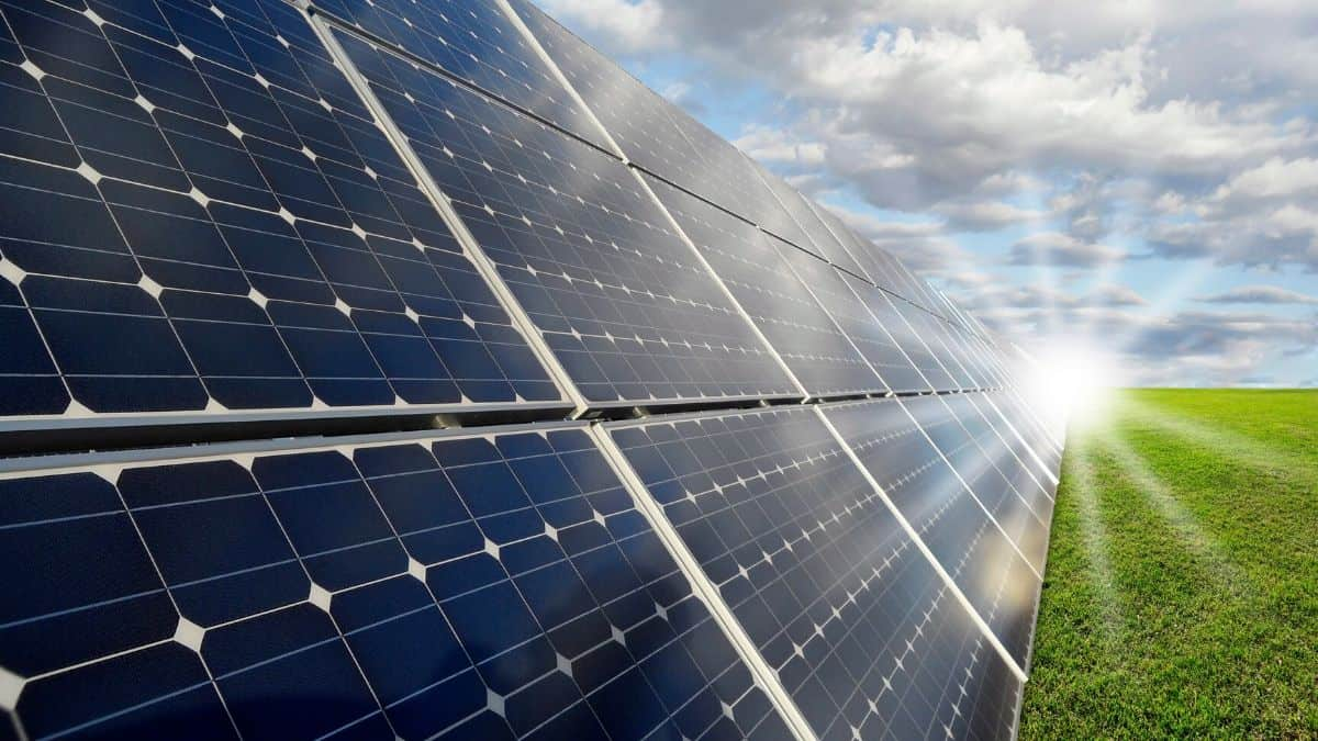 Best Portable Solar Generator Featured